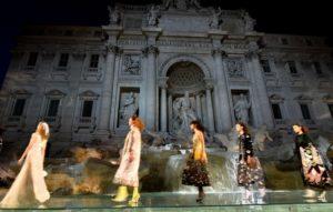 Moda e mecenatismo: è un bene che i brand di lusso finanzino il nostro patrimonio culturale?